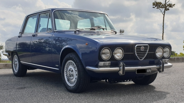 Alfa Romeo 2000 berlina by Mosca